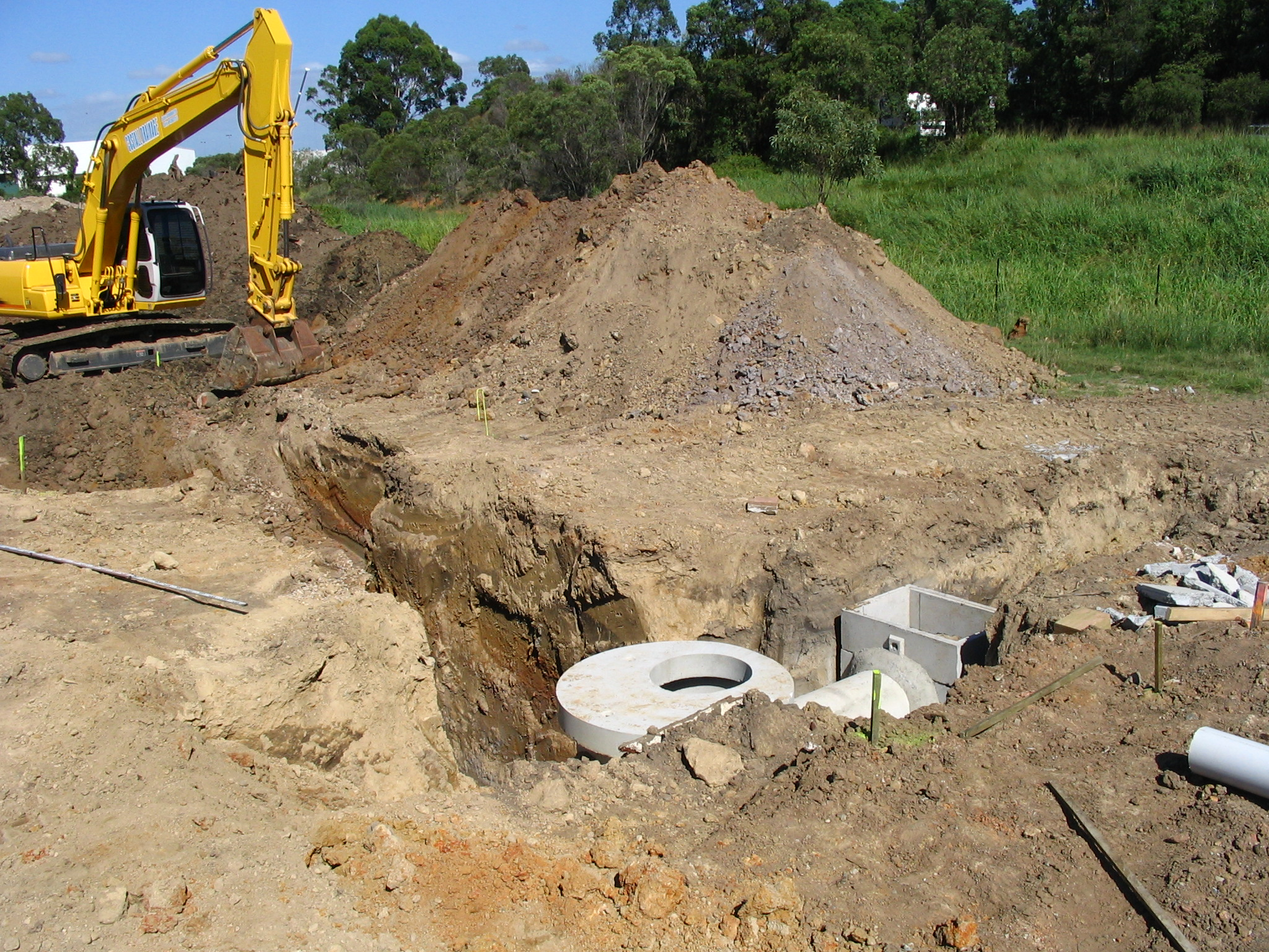 Collection Pit and Inspection overflow before Stormfilter and Atlantis Flo-Tank® detention tank